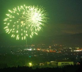夏の終わりの夜空を彩る花火