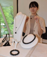 9月1日から販売開始する久慈産ジェットの宝飾品