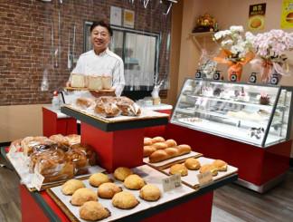 無添加で栄養価の高いパンを取りそろえる「ブーランジェリー ル・スリール」を開店した菅原健代表