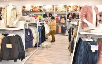 ベビーカーを押しながら買い物しやすいよう通路を広くした「#ワークマン女子」盛岡南店