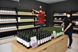 16日の開店に向けて準備が進むエーデルワイン直営店「ワインシャトー平泉」