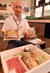 岩泉町産和牛とマツタケを盛り込んだすき焼きセット(手前)など、ホテル龍泉洞愛山が販売する商品