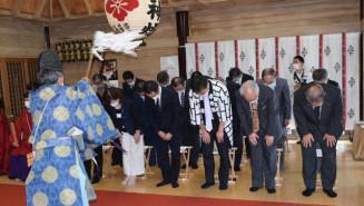 神事でコロナ収束と来年の開催を願う久慈秋まつり関係者