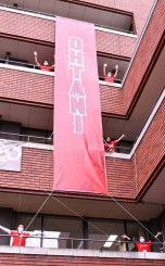 奥州市役所に掲げられた「OHTANI」と書かれた懸垂幕