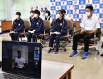 五輪選手に学ぶ 努力の大切さ 米と中継、大船渡の高校生ら交流