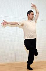 「身体展示」の構想を練る坂上健さん