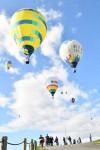 熱気球、ふわり空散歩 一関・平泉バルーンフェス