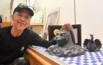 鋳物製品の技術、多くの人に 奥州・水沢江刺駅、鉄瓶ゴジラ展示