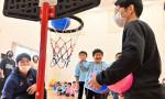 バスケを楽しんで 山田・幼稚園に遊具寄贈 ブルズといわて生協