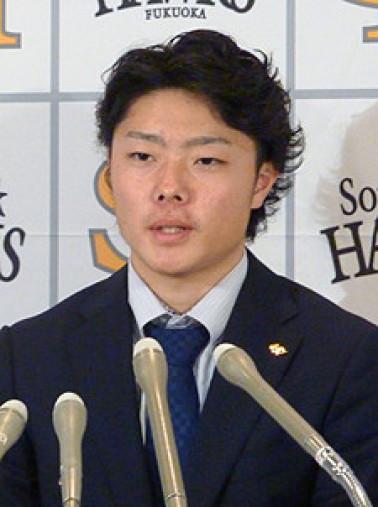契約更改交渉を終え、記者会見するソフトバンクの松本裕樹投手=4日、ヤフオクドーム