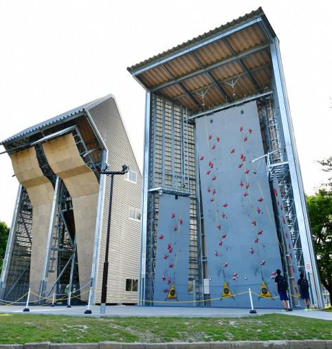 初のスポーツクライミング3種複合大会開催が迫る県営運動公園登はん競技場=盛岡市みたけ