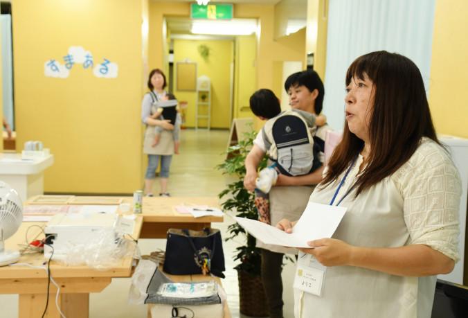 「障害を正しく理解できる場所になってほしい」との思いから、仲間とカフェを開いた尾形洋子さん(右)=2日、宮古市末広町