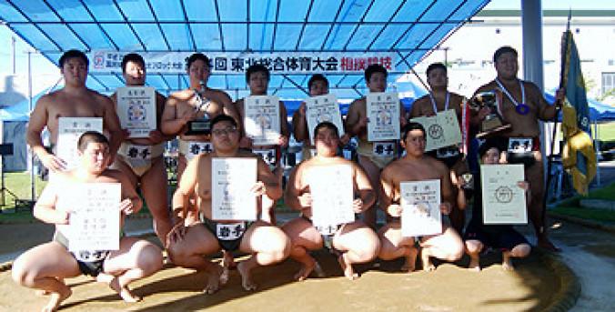 成年、少年そろって全勝優勝した本県選手団=秋田・美郷町南運動公園相撲場