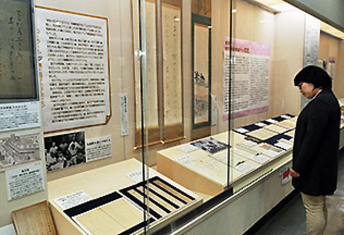 石川啄木に影響を与えた与謝野寛、晶子夫妻自筆の資料などを展示する企画展