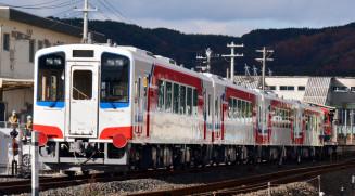 三陸鉄道の車両基地に入る新車両。JR山田線の移管に合わせてデビューする