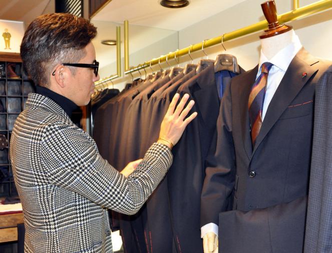 菅原靴店が自社ブランドとして売り出した県産オーダースーツ。高い技術力を備えた職人が手作業で仕上げる