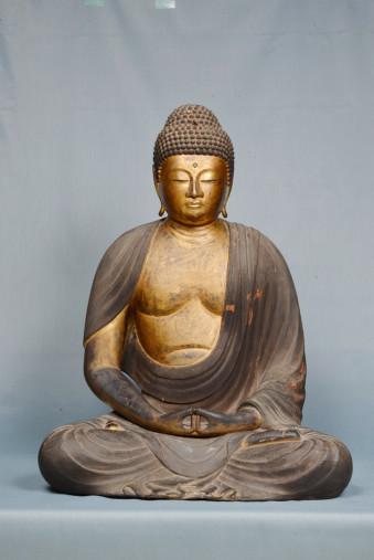 平安時代後期に制作されたことが確認された専念寺の木造阿弥陀如来坐像(奥州市教委提供)