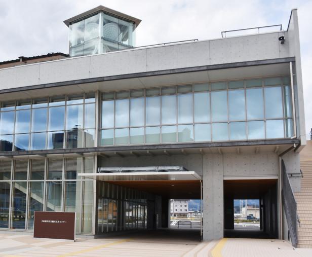 3月に完成した市防災観光交流センター。28日のまちびらきでは一般向けの内覧会も行われる