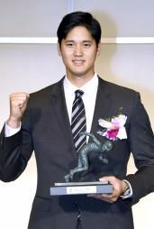 2018毎日スポーツ人賞のグランプリを受賞した、エンゼルスの大谷翔平=13日、東京都内のホテル