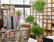 懐かしのレコード並ぶ喫茶 久慈、Uターンし開業