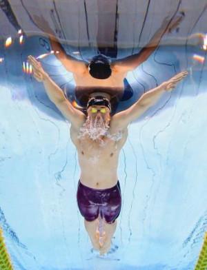 男子100メートル平泳ぎ(知的障害)決勝 1分3秒77の世界新記録で金メダルを獲得した山口尚秀=東京アクアティクスセンター