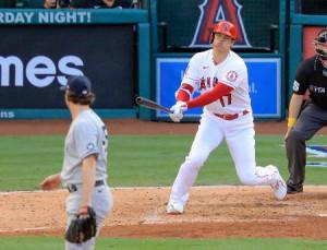 ヤンキース戦の6回、コールと対戦し空振り三振に倒れたエンゼルス・大谷=アナハイム(共同)